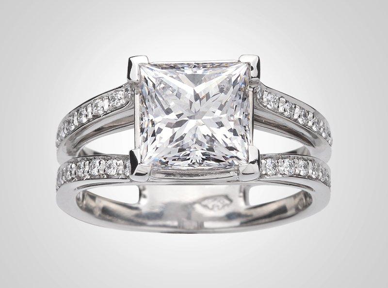 Aprile Platinum Ring
